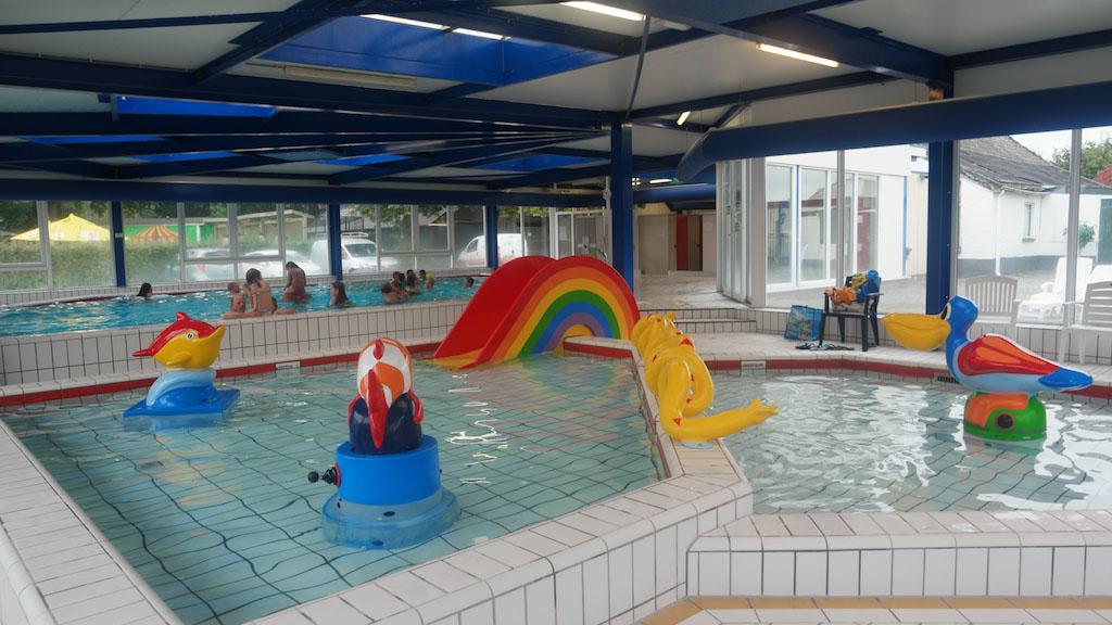 Het baby- en peuterbad met daar achter het 1,40 meter diepe bad.
