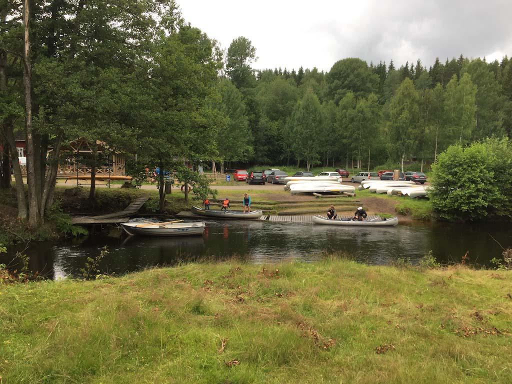 De vertrek- en aankomstlocatie van de kano's.