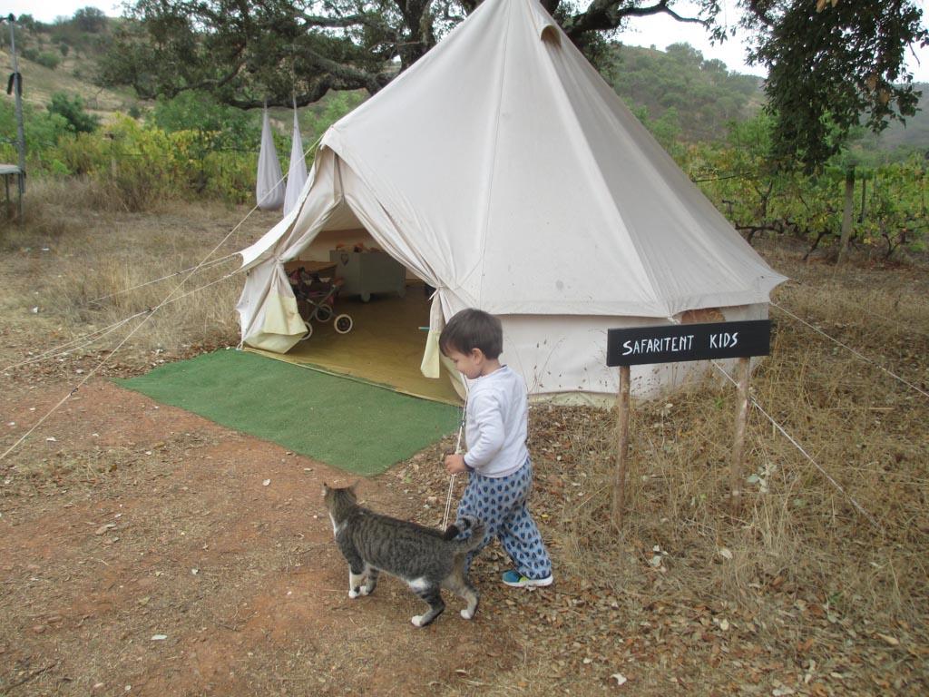 De safaritent voor de kinderen.