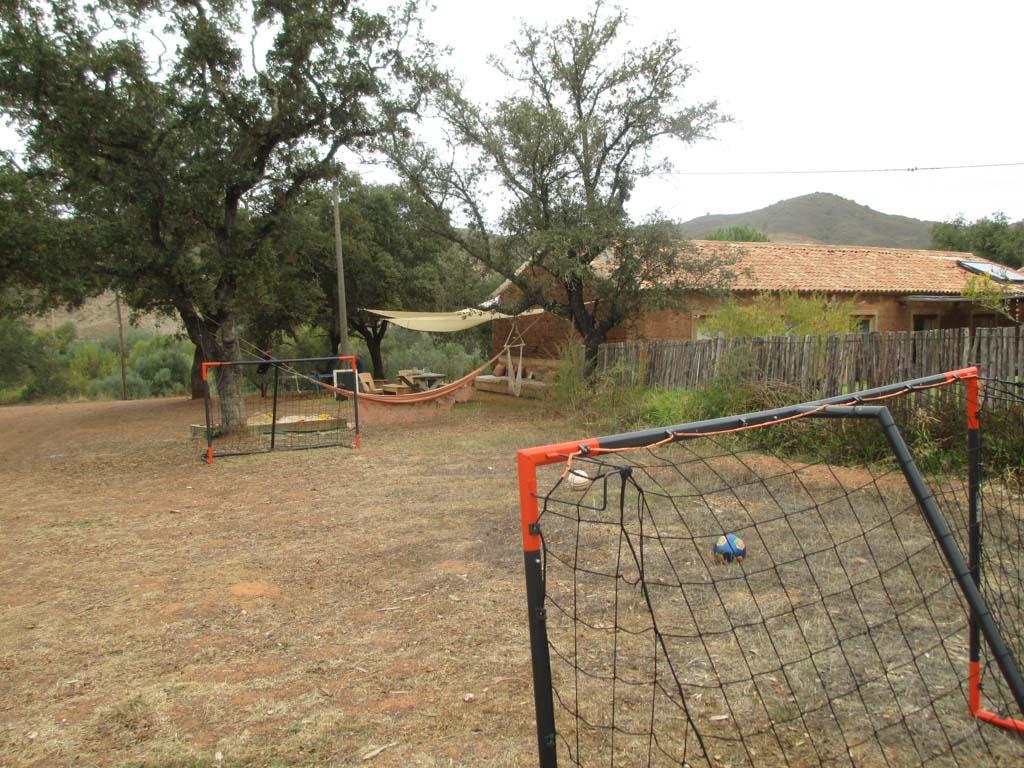 Een mini voetbalveldje voor de iets oudere kids.