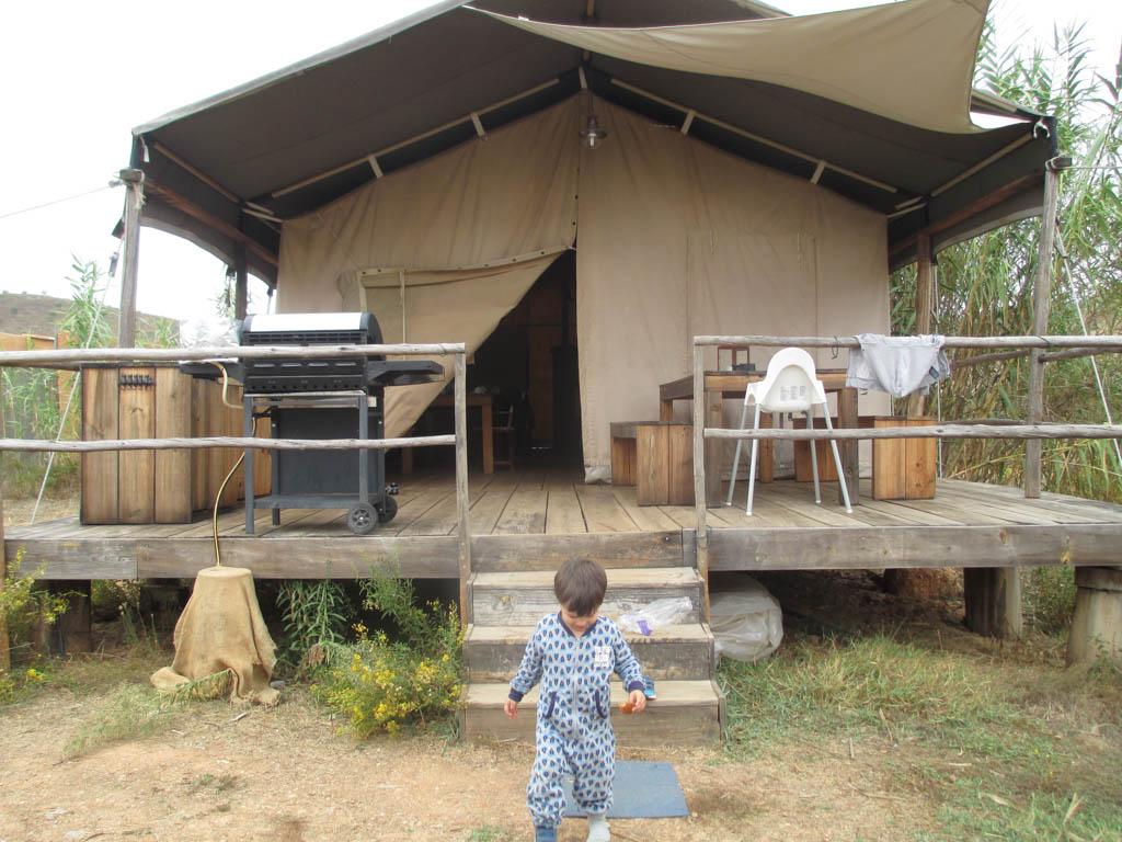Voorkant van de Serengeti Lodge.