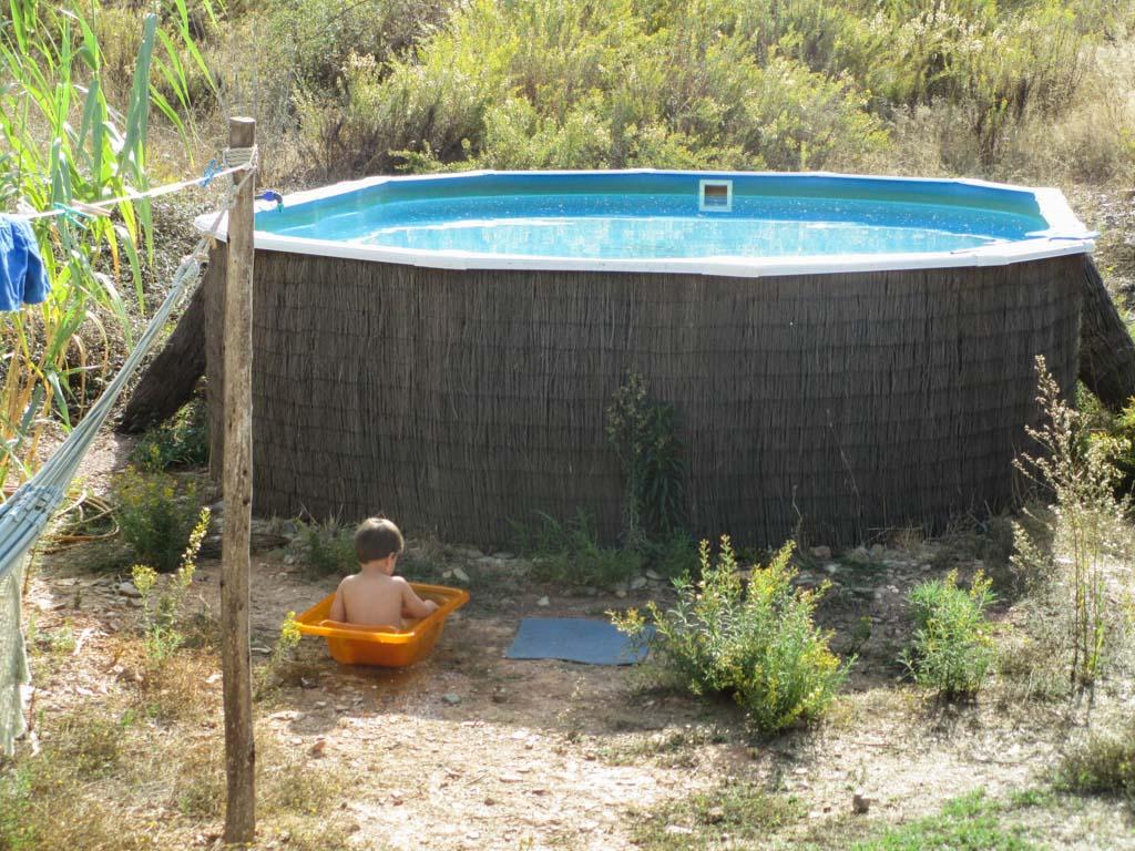 Een eigen privé klein en groot zwembad.