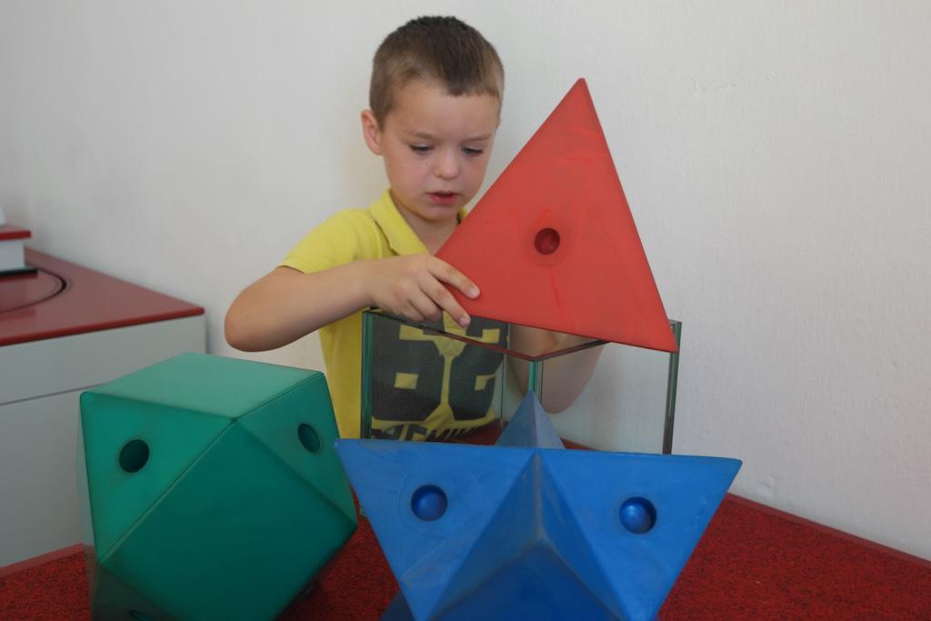 Hoe past deze pyramide in de kubus?