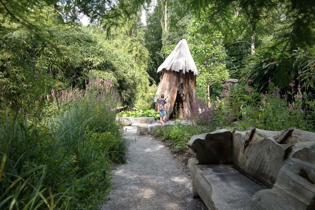 Er zijn allerlei leuke en spannende plekjes te vinden in de tuinen.