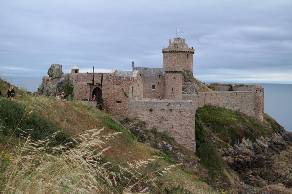 Fort la Latte is toegankelijk en leuk voor kinderen.