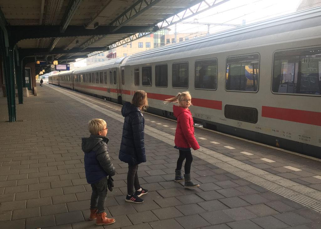 Met de trein op pad gaan vinden ze altijd leuk.