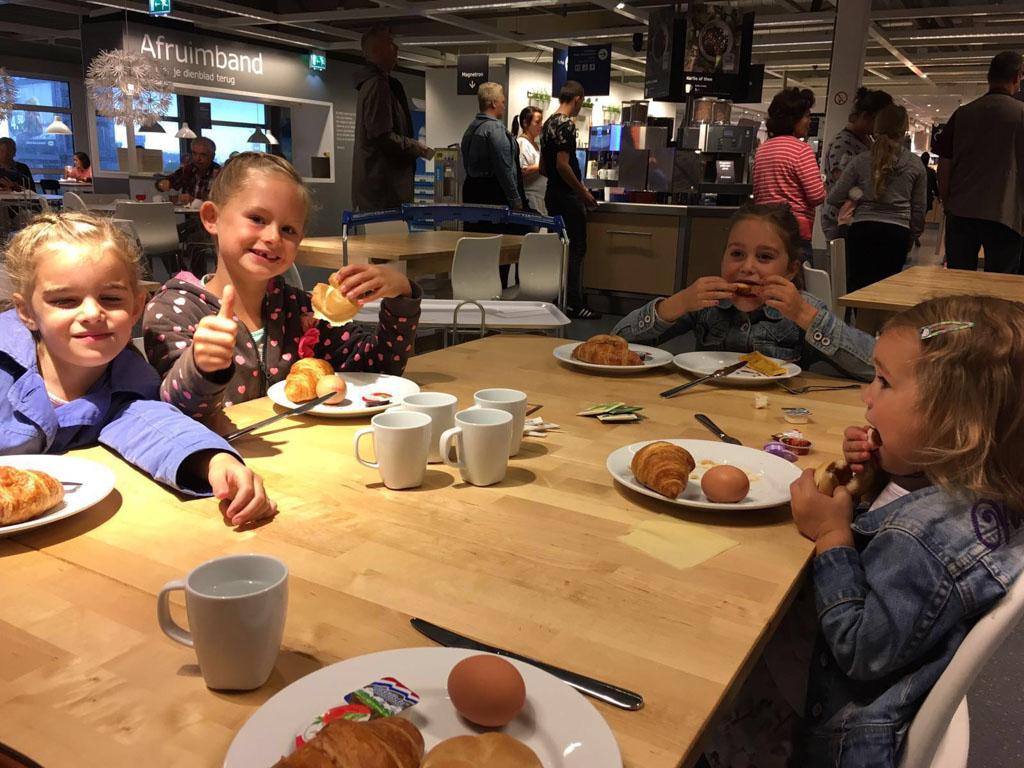 Ontbijten bij IKEA.