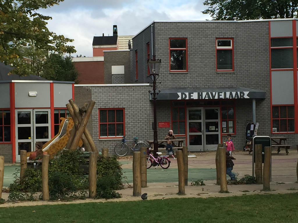 De Havelaar. Hier moet Het Suikertantes Café ergens zijn.