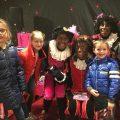 Een geweldige afsluiting van de dag: op de foto met Party Piet Pablo, Love Piet en Meisjespiet.