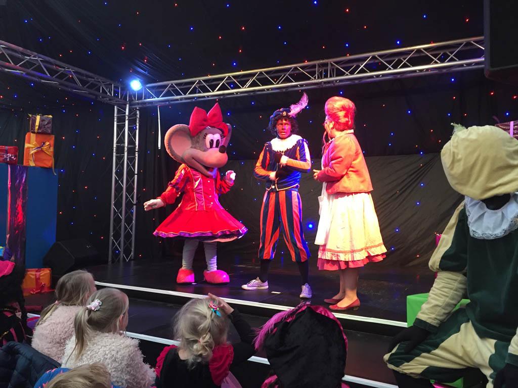 Julia, Zwarte Piet en Mevrouw Suikerspin.