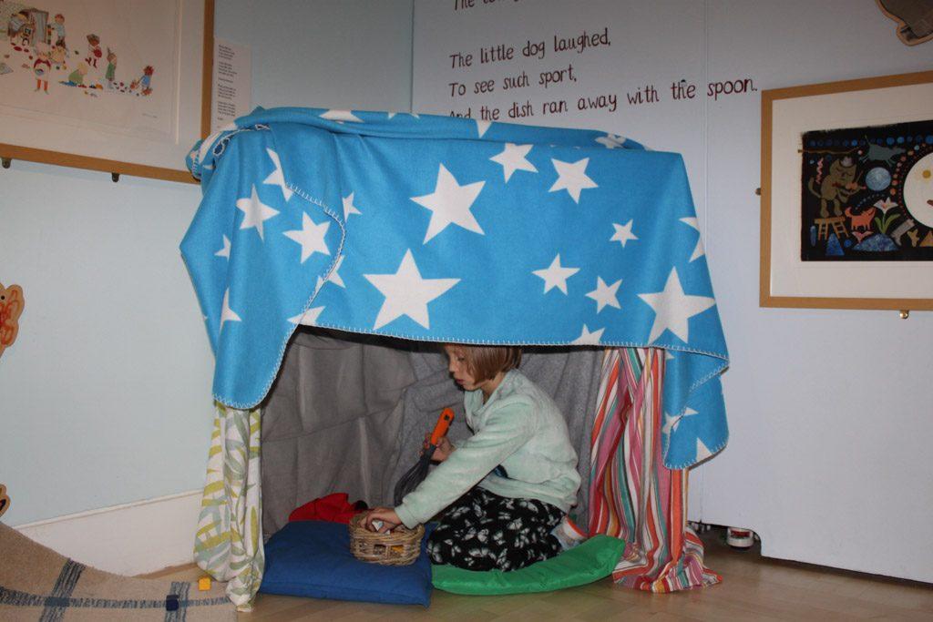 De verhalen uit de boeken kunnen kinderen ter plekke naspelen. Of hun eigen fantasie de vrije loop laten