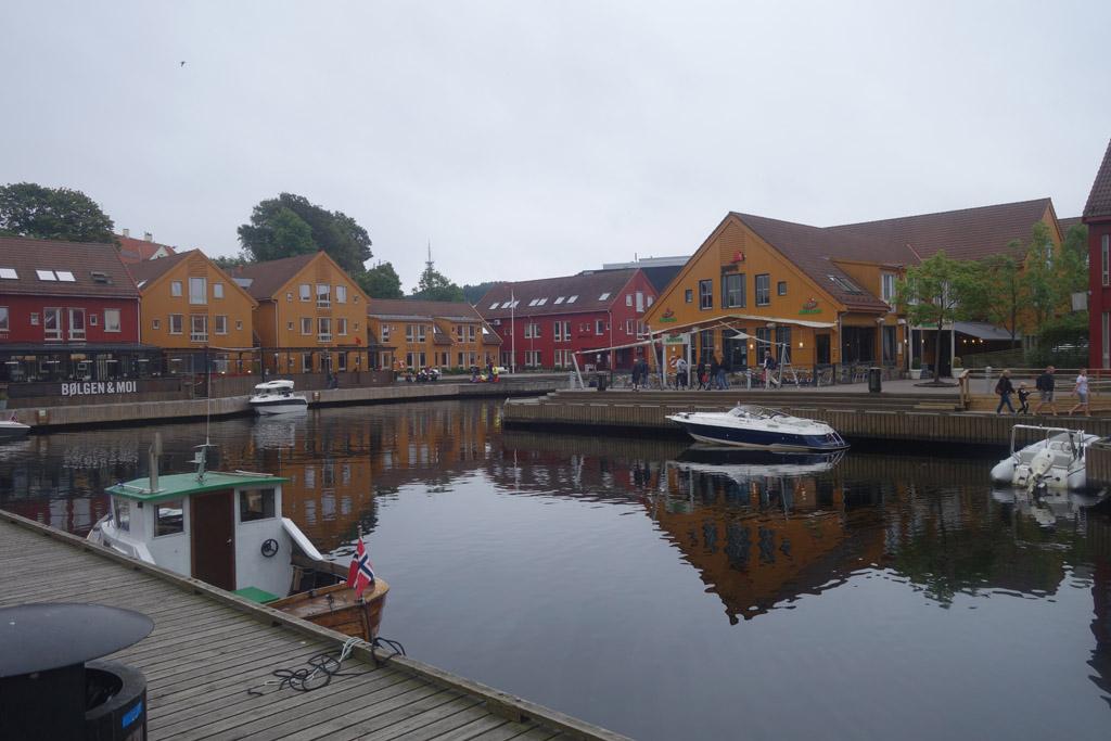 Het haventje bij de vismarkt.