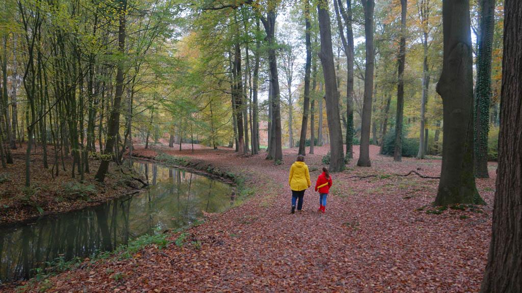 Terug lopen langs het water.