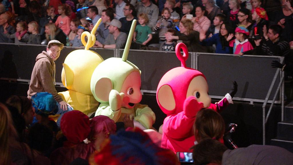 Ook de Teletubbies zijn er tijdens de parade.