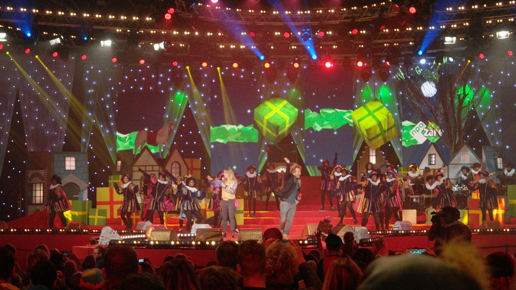 Jetske en Pepijn presenteren het Zapp Sinterklaasfeest.