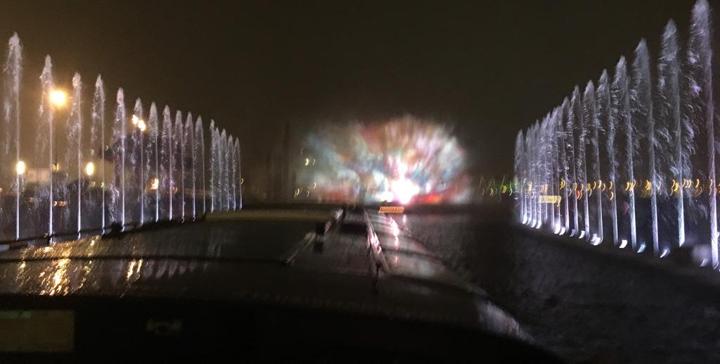 Caleidoscoop-effect tijdens het Amsterdam Light Festival vanuit een rondvaartboot