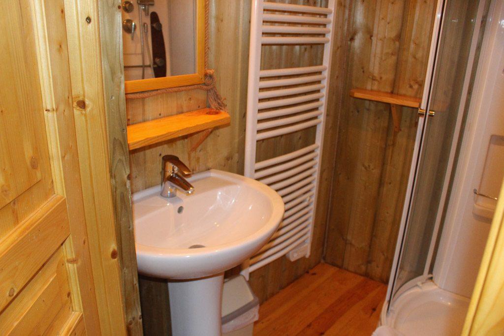Badkamer met hele fijne douche.