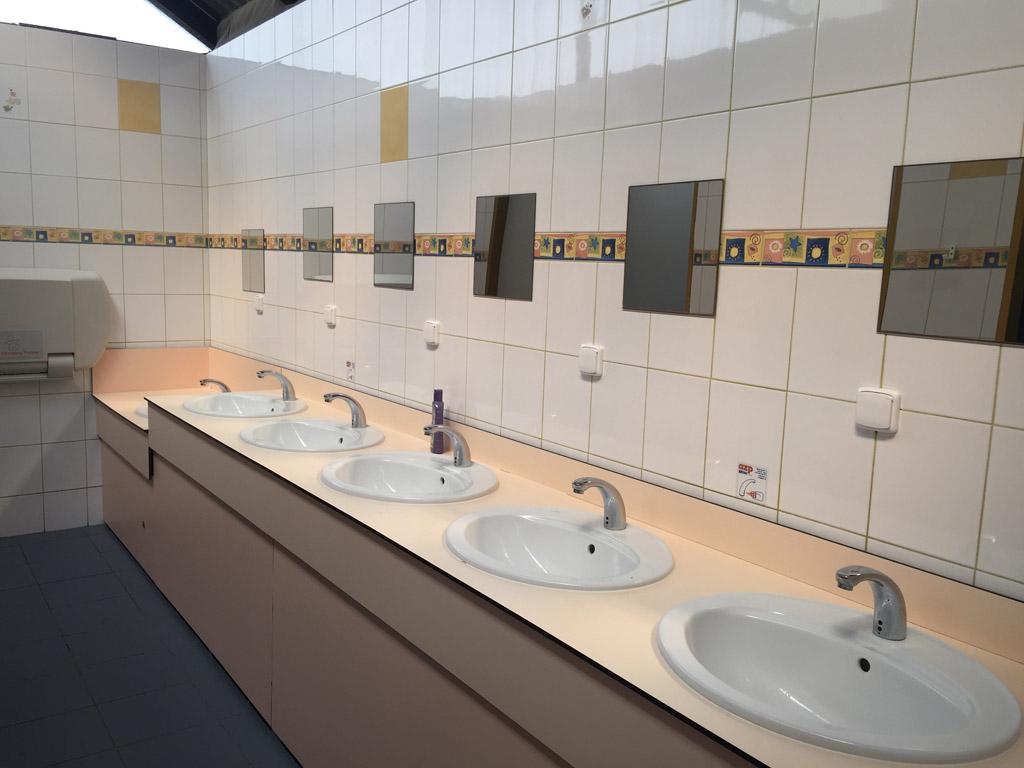 Er is voldoende sanitair aanwezig op camping Frymburk. Het is netjes en schoon.