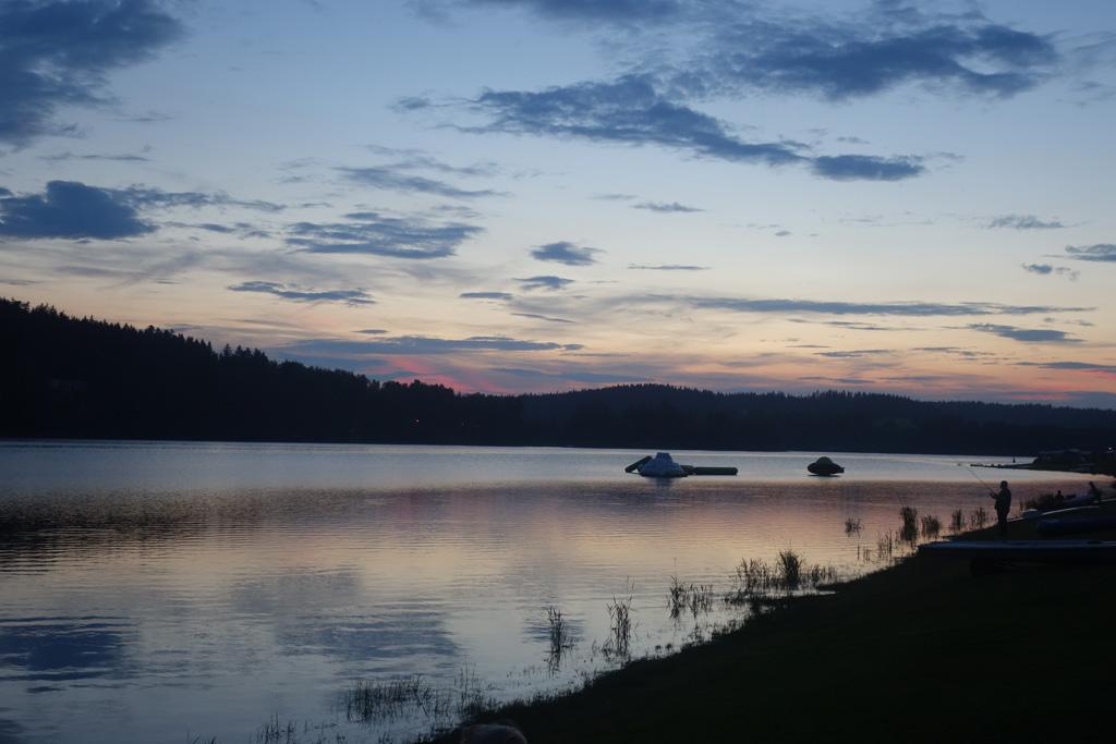 Het uitzicht over het meer is ieder moment van de dag prachtig vanaf camping Frymburk.