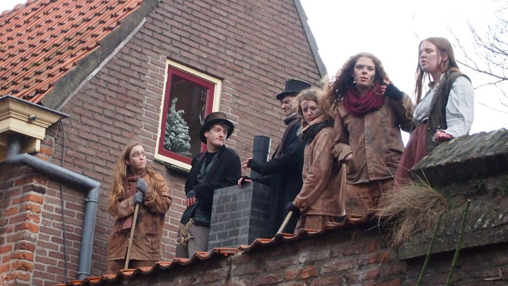 Overal komen we in Deventer figuren uit de tijd van Dickens tegen.