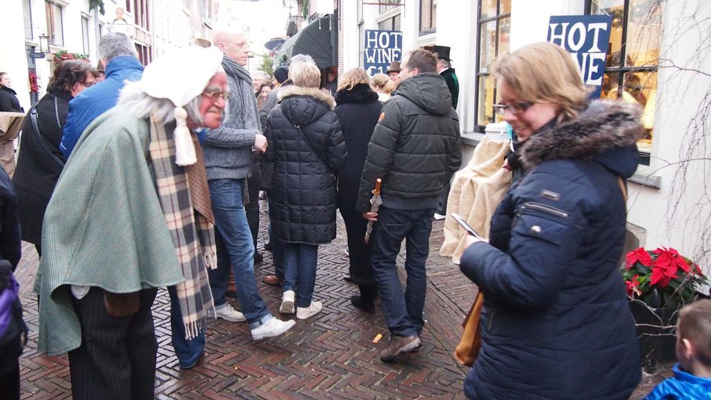 In Deventer zijn de Dickens figuren ook spannend, maar het scheelt dat het licht is.