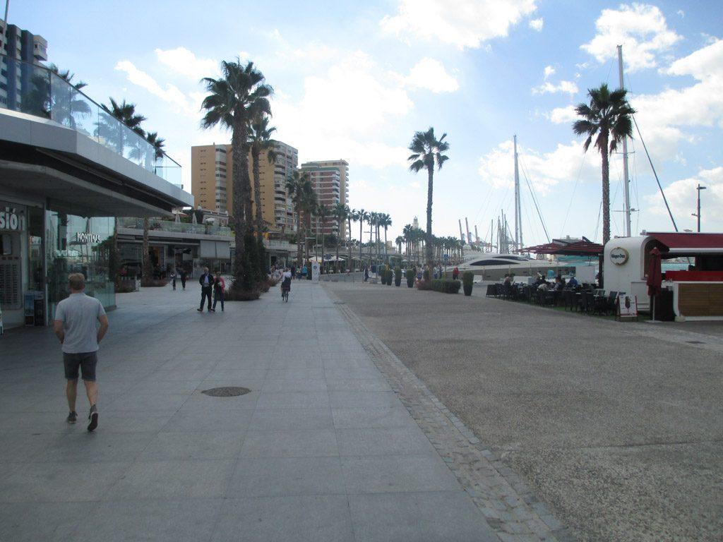 De mooie brede boulevard Muelle Uno.