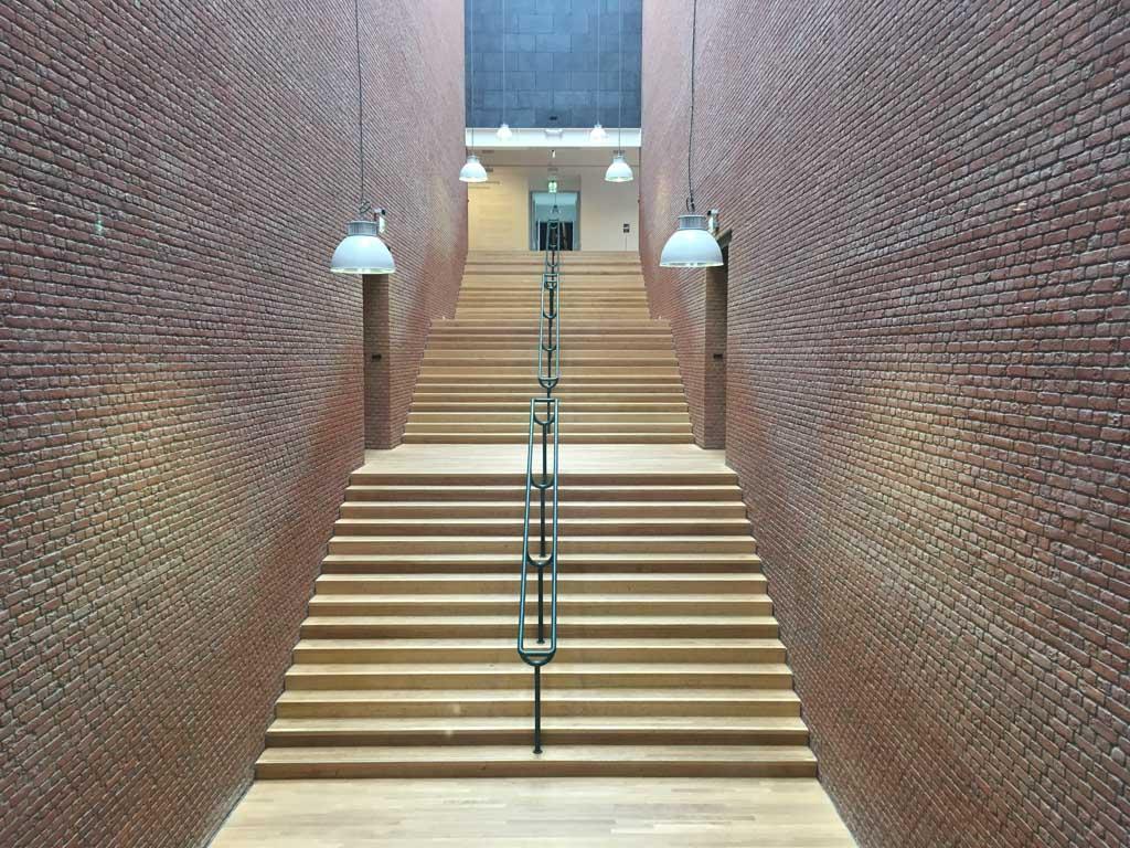 De grote trap is het centrum van dit museum