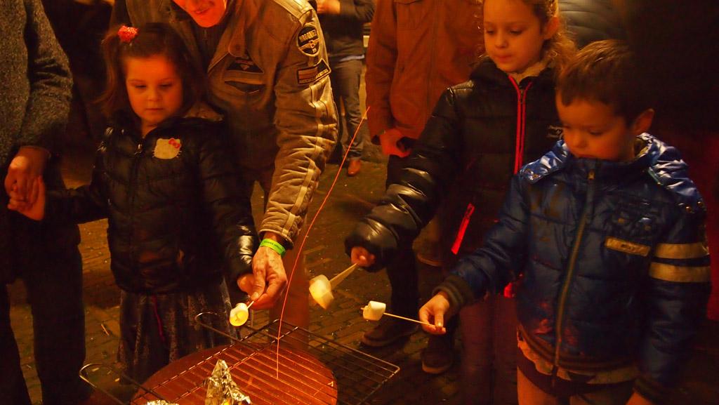 Marshmellows roosteren in Kampen.