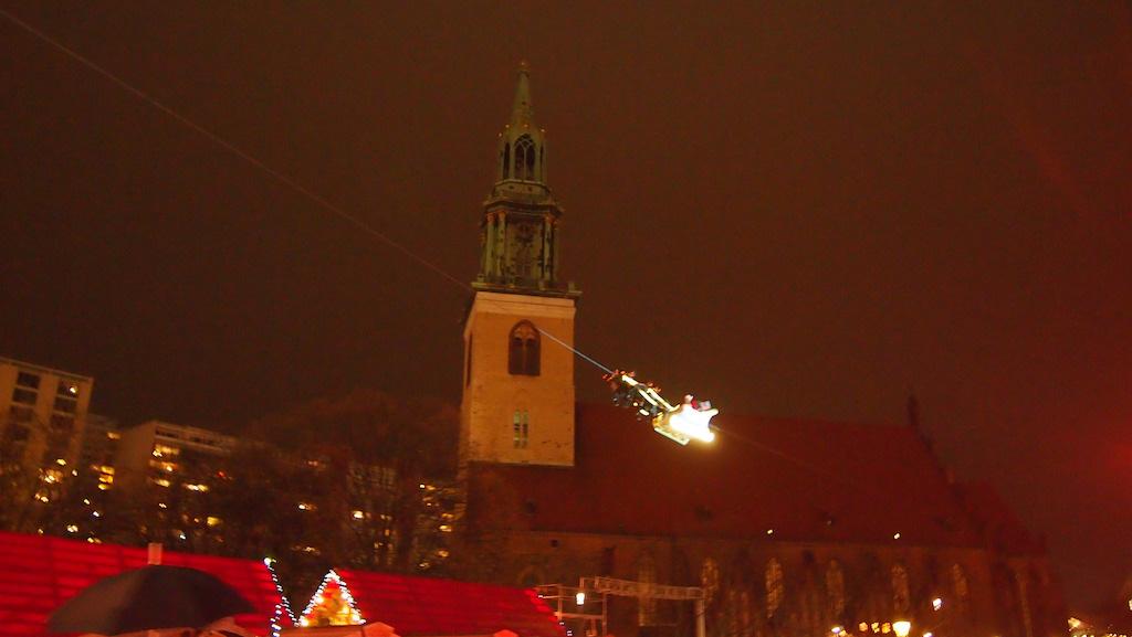 Daar vliegt de kerstman door de lucht. Helaas geen scherpe foto van...