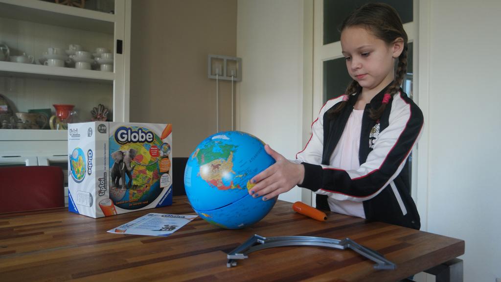 Tiptoi Globe in elkaar zetten.