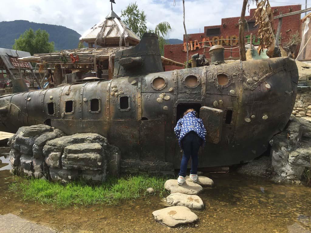 Er ligt zelfs een oude onderzeeër in Mini ZOO Land.