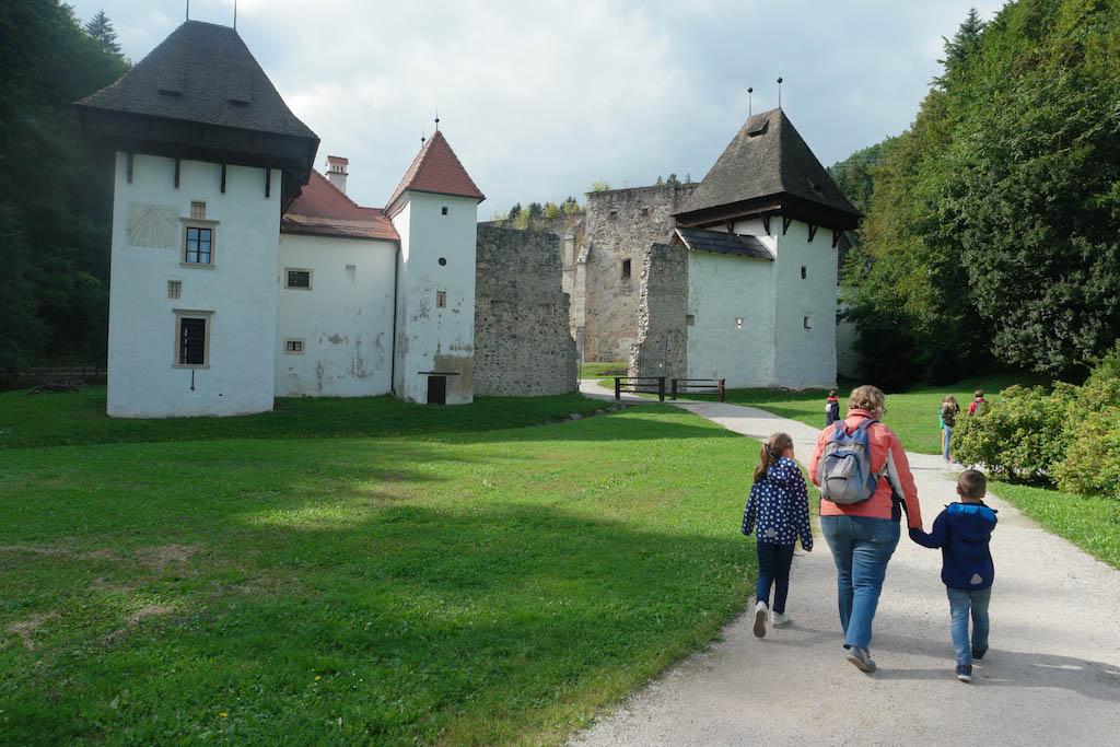 Op weg naar het oude klooster.