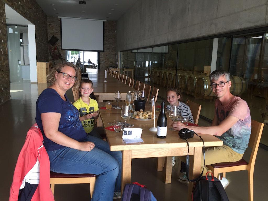 En ja, wijnproeven kan ook met kinderen erbij.