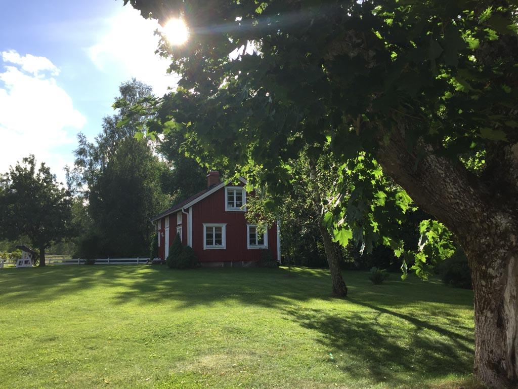 Op dit soort typisch Zweedse vakantiehuisjes word ik direct verliefd.