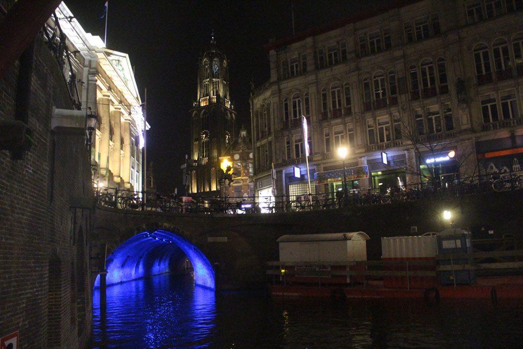 Lichtkunstwerken op 15 locaties in de stad.