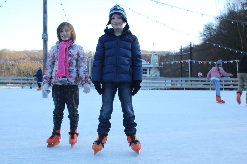 Op de grote schaatsbaan is het 's ochtends nog lekker rustig.