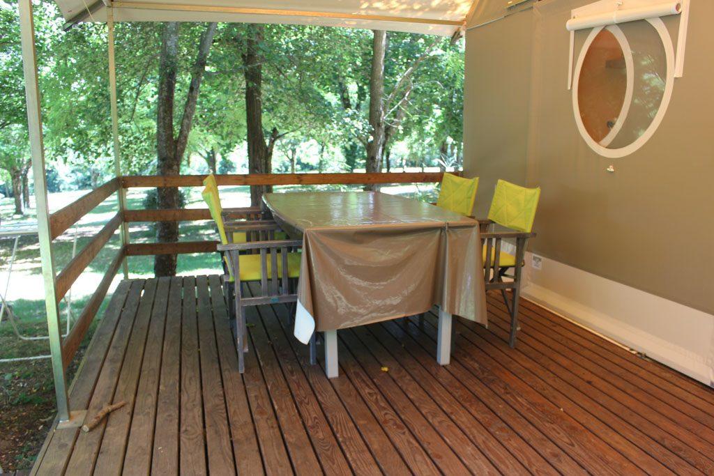 Heerlijke veranda voor lange zwoele zomeravonden.