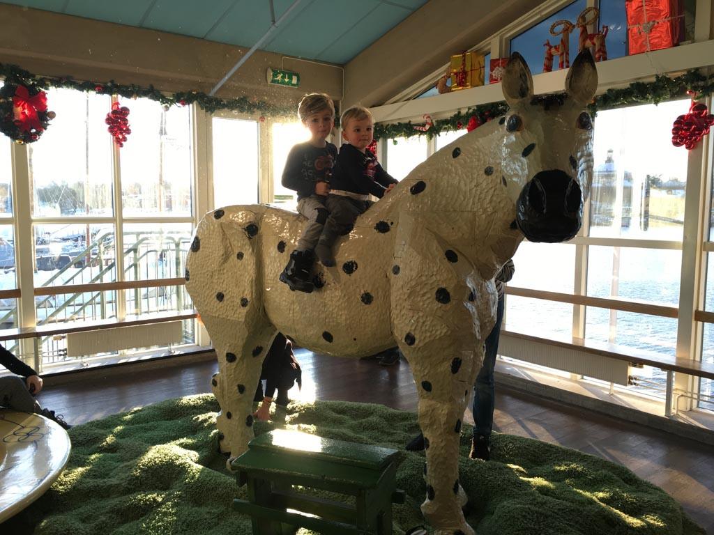 Op het paard van Pippi.