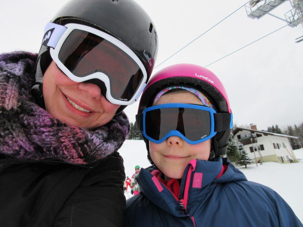 Moeder en dochter voordat ze samen de berg af gaan