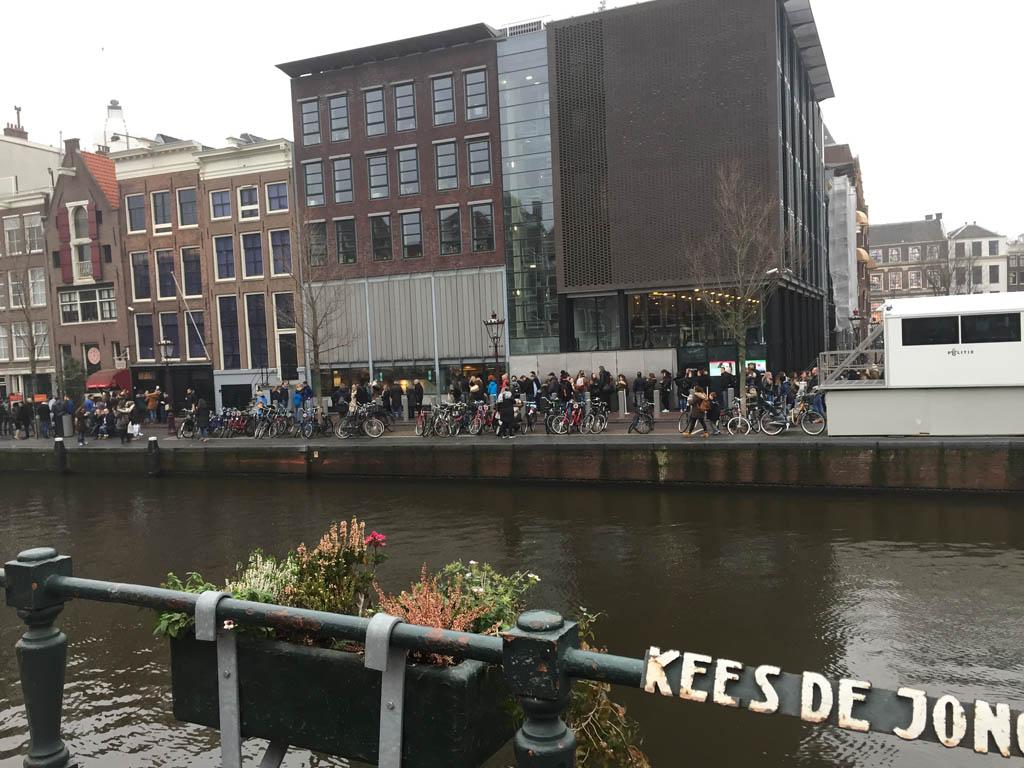De bekende wachtrij voor het Anne Frank Huis.