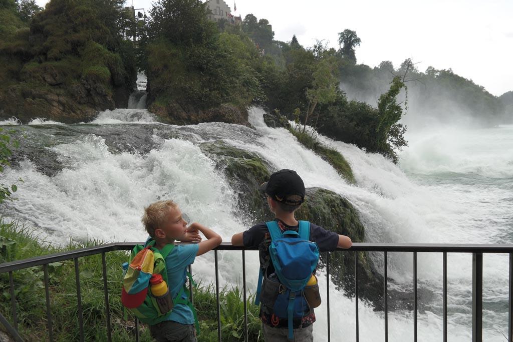 De grootste waterval van Europa bij Schaffhausen in Zwitserland.