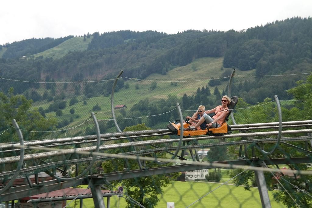 Rodelen met de kinderen op de langste rodelbaan van Duitsland.