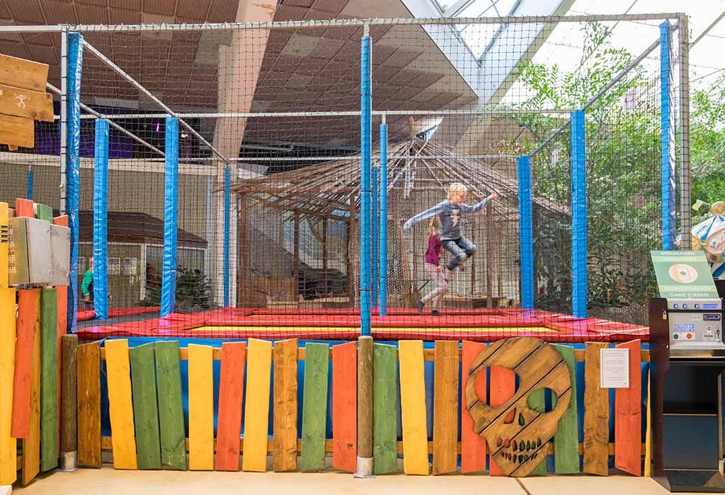 Springen op de trampolines in de Action Factory.