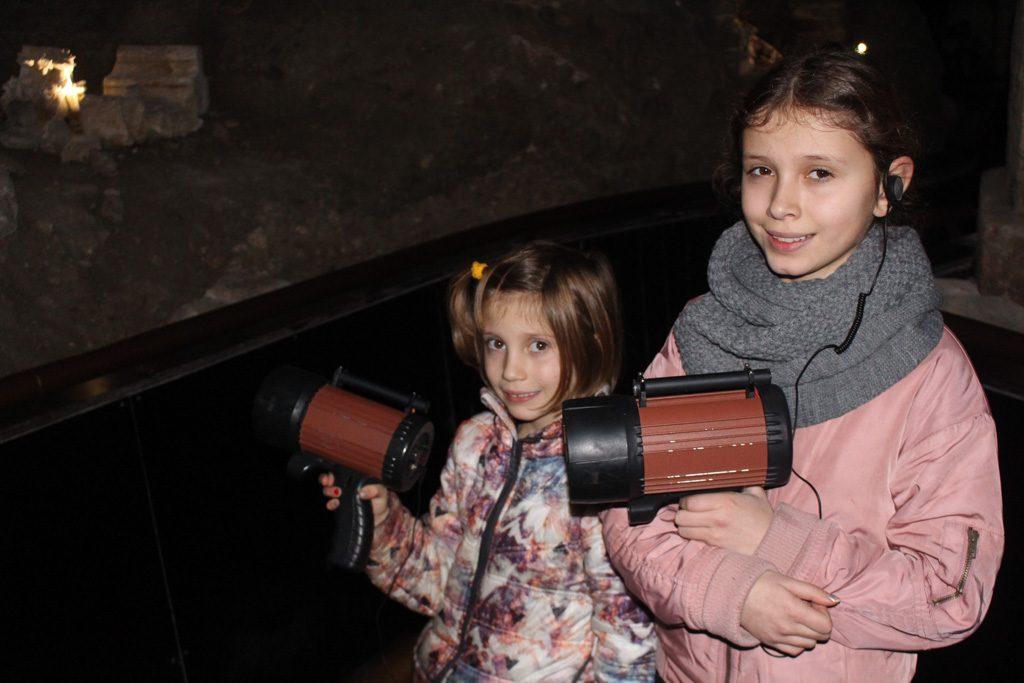 De zussen gaan samen op pad DOMunder.