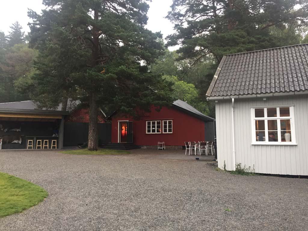 Elgtun is gevestigd in een aantal typisch Noorse gebouwen.