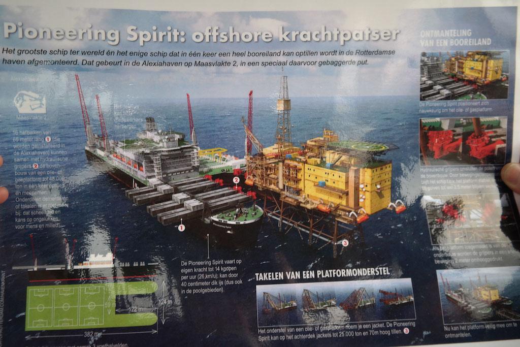 Wat een gigantisch schip wordt er gebouwd (foto: Suzanne).