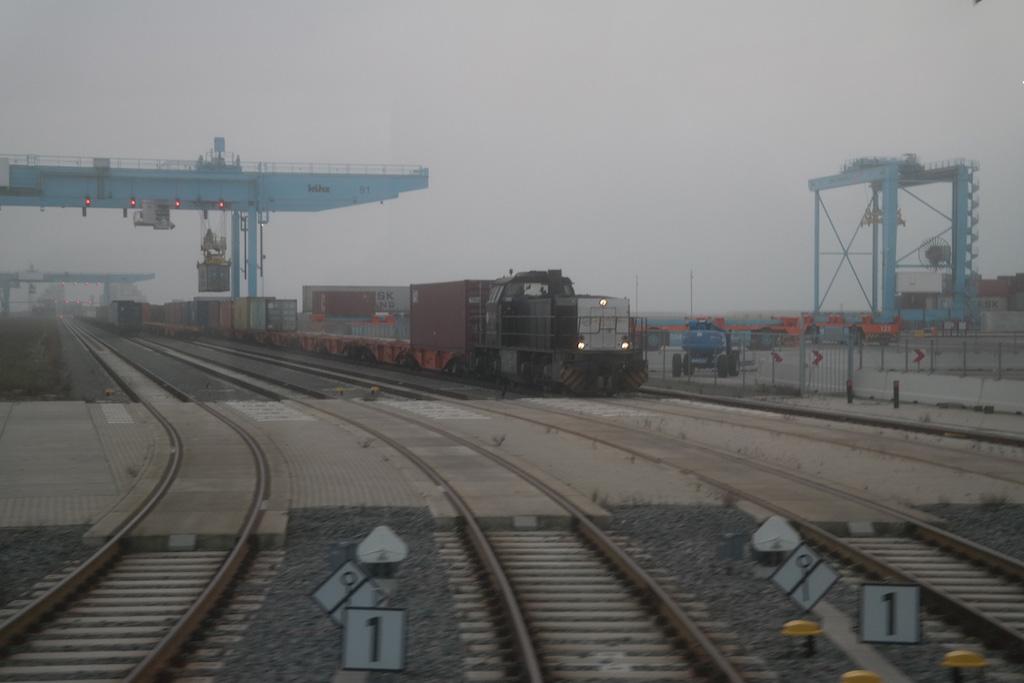 De treinen staan klaar om beladen te worden (foto: Suzanne).