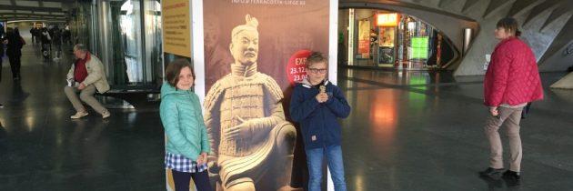 Luik: Expositie Terracotta leger met kinderen bezoeken