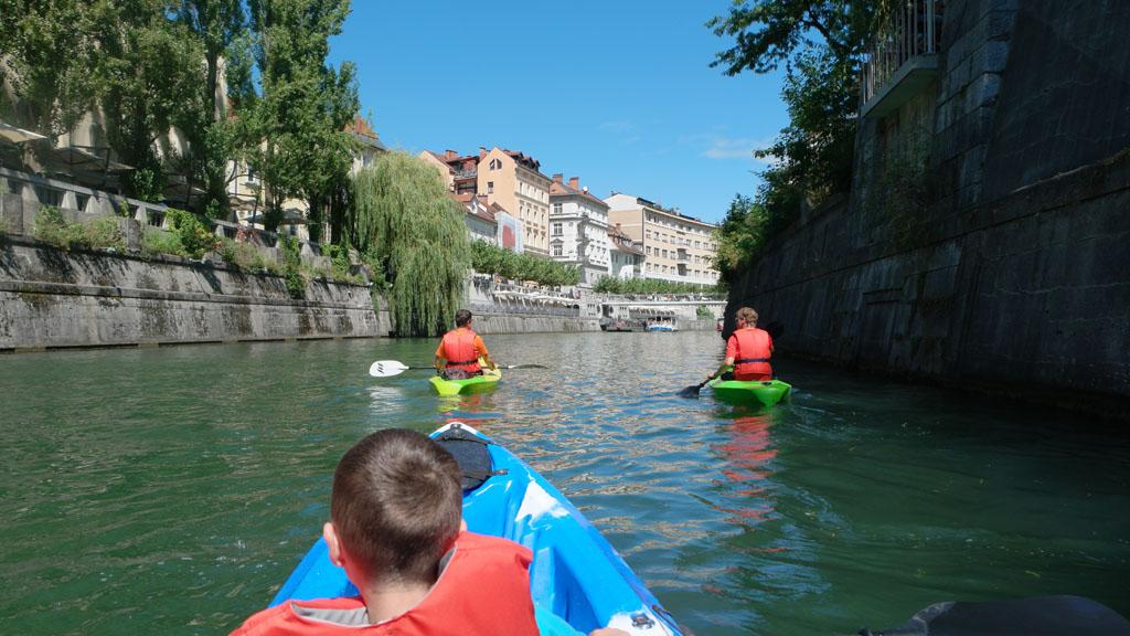 Erg leuk om tijdens het kajakken in Ljubljana de stad vanaf het water te bekijken.