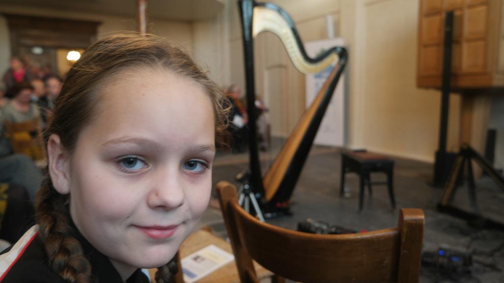 Lucky girl, op de eerste rij bij het concert van Remy van Kesteren.